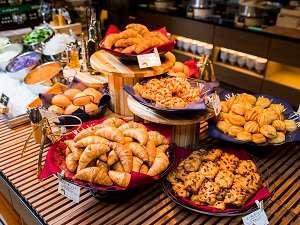 毎朝ホテルで焼きたてのパンはサクサクとした食感が楽しめます♪