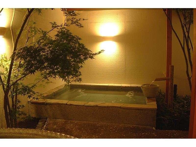 伊豆石の露天風呂