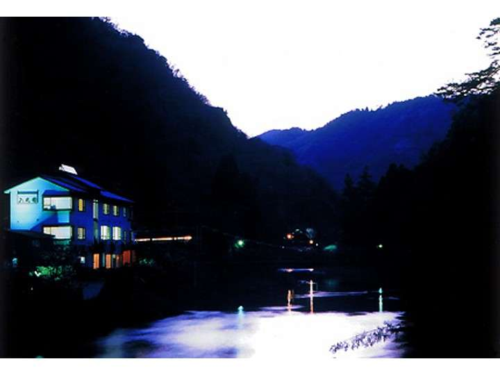 夜の八光園
