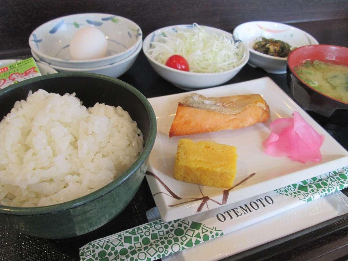 朝食・和食:定番の和定食で一日の活力を。