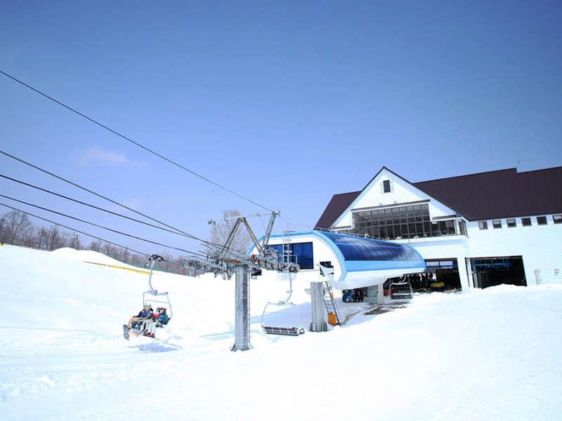 第5クワッドリフト(1,700m) 当スキー場のメインリフト 山頂からの滑走の方におすすめ