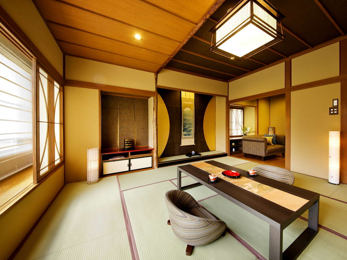 別邸-神楽-■有楽-URAKU-■広めの12帖の和室とリビングを備えたお部屋