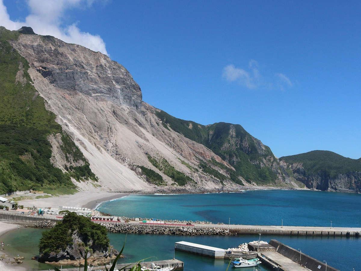 *多幸湾/雄大な崖を見渡せる穴場的海水浴場