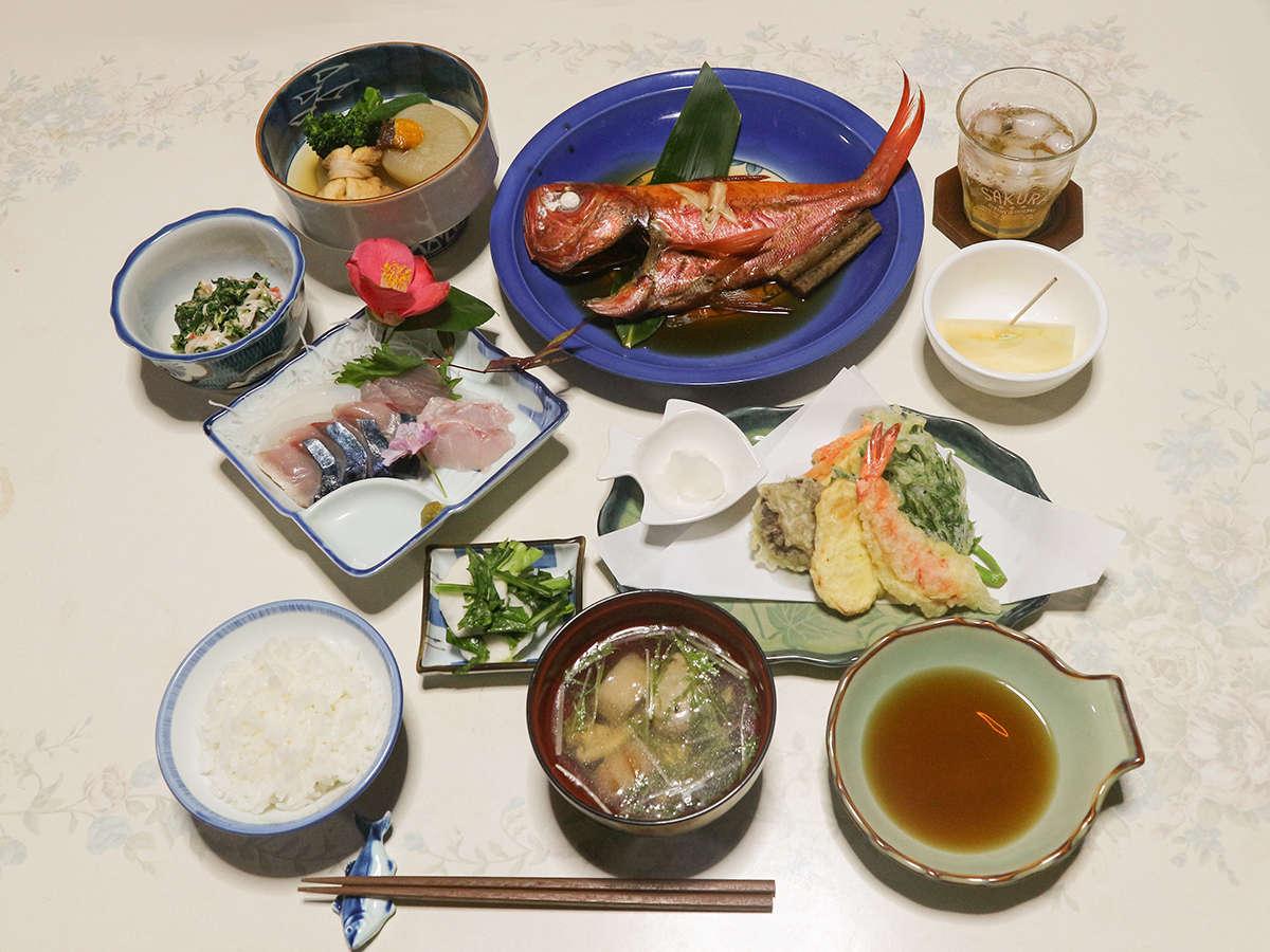 *夕食一例/自家栽培の野菜や島の食材を使った手作りのお料理
