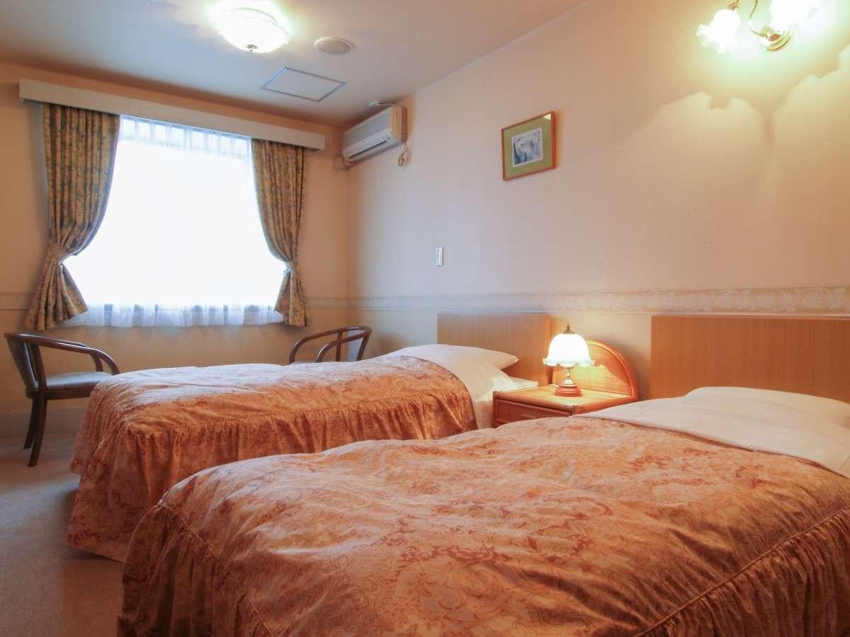 *[客室一例]十分な広さで快適に過ごせるツインルーム