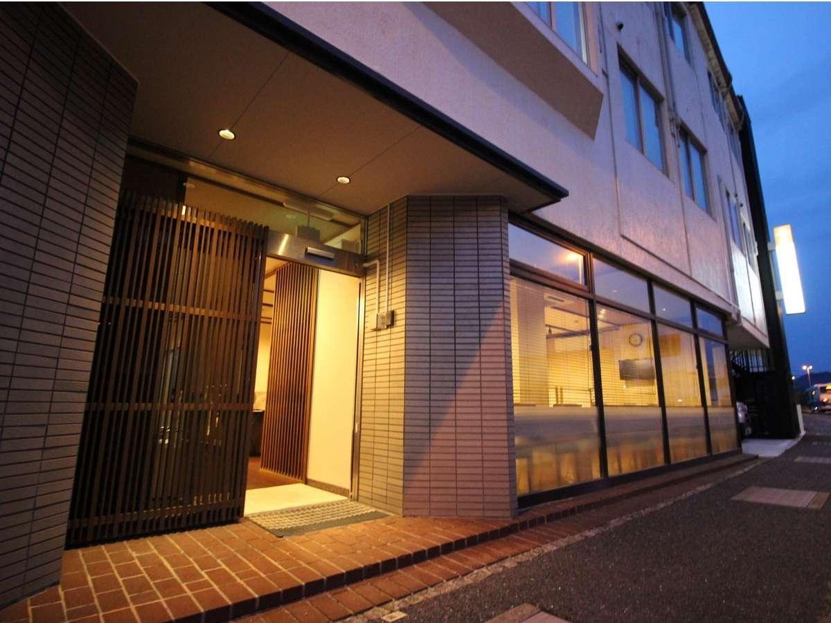 ホテルアクシアイン萩は東萩駅より徒歩約5分♪東萩駅前には市内循環まぁ~るバスや貸出し自転車屋さんも♪