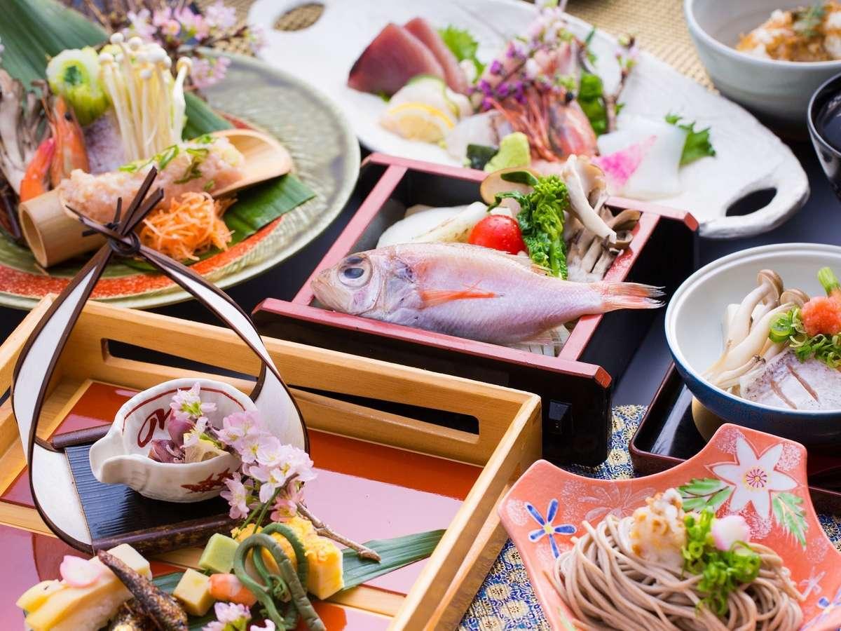 前菜・お造りが豪華に旬魚の温泉よみがえり蒸しも美味。