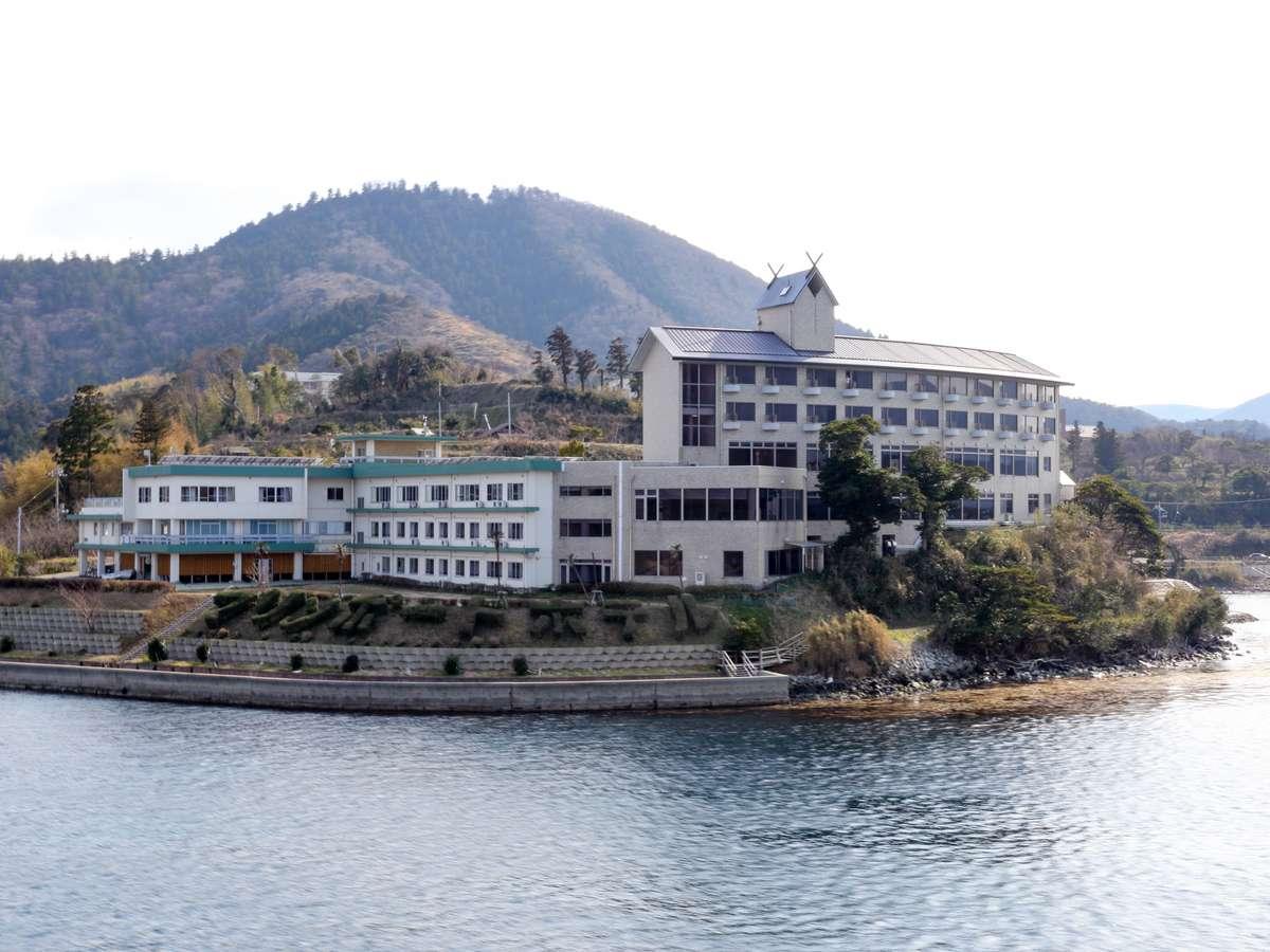 海側よりのホテル全景