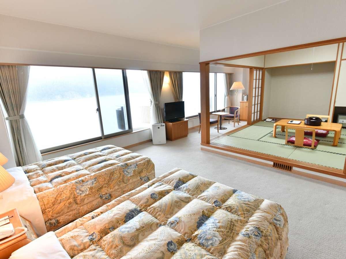 【本館】ツイン+8畳の和洋室タイプのお部屋です。