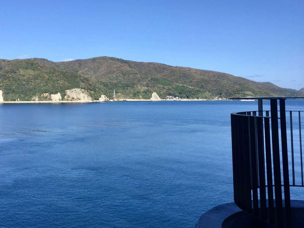 本館客室バルコニーから見える海