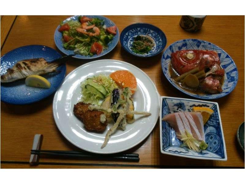 夕食の一例。内容はその日の仕入により変わります。