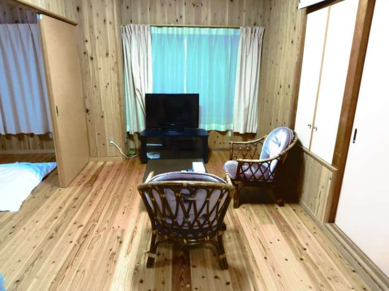 フローリングにフロンを敷くタイプの客室です。
