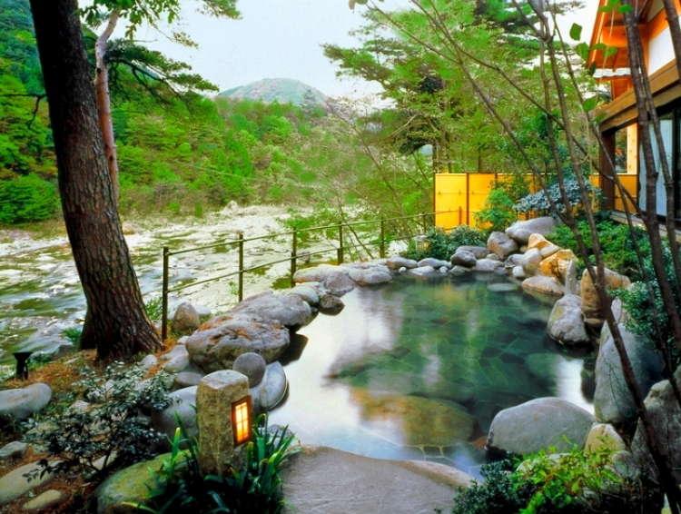 【露天風呂】渓流沿いで完全オープンな露天風呂は鬼怒川温泉随一!