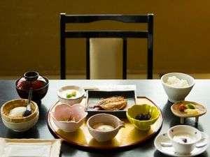 朝食はアジの干物とひじきなど天草らしい朝ごはん☆