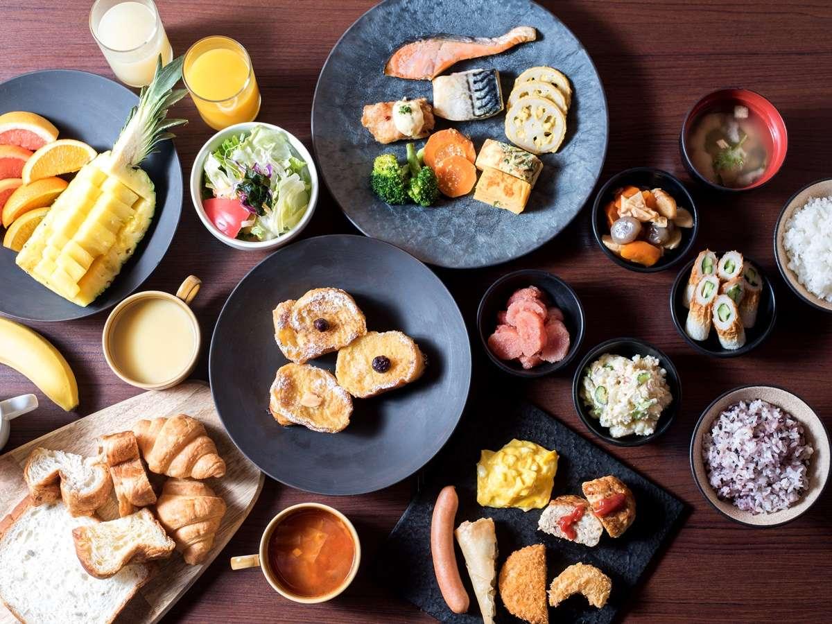 <朝食>和食派のお客さまにうれしい、和のメニューも揃えております。衛生対策もバッチリで安心!