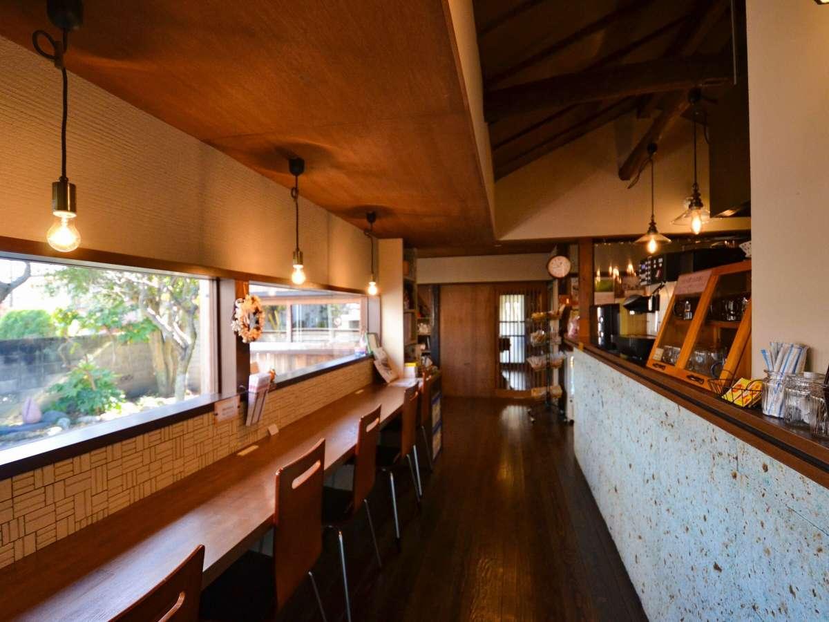 フリードリンク、Wi-Fiを利用できるカフェスペース