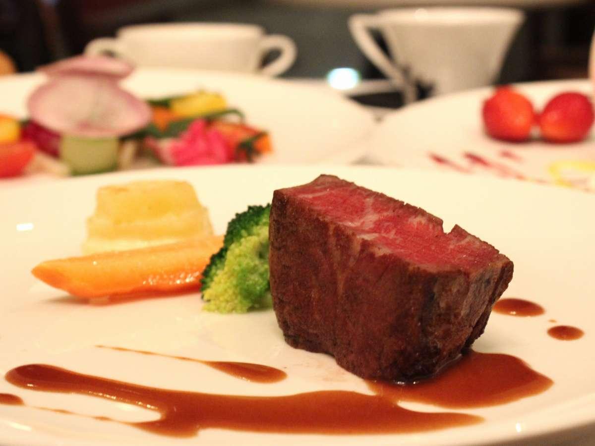 洋食コースメインの牛フィレ肉