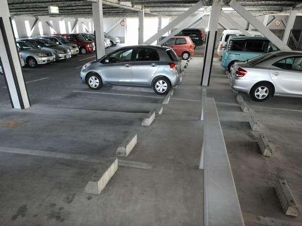【一部立体駐車場】平面・立体で計200台駐車できる、大型駐車場完備!