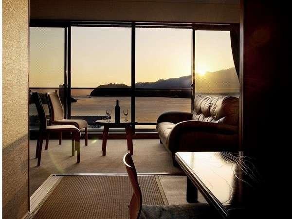 ホテルの目の前は三瓶湾です。寛ぎの時間をどうぞ。