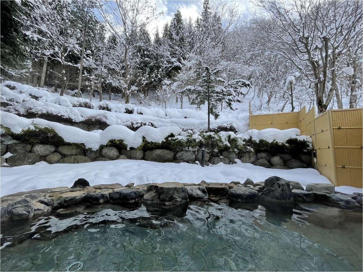 雪見風呂をお楽しみください。