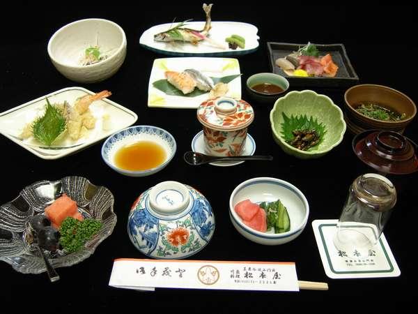 鮎塩焼き、川魚の刺身付き会席★自慢の郷土料理をご堪能ください。