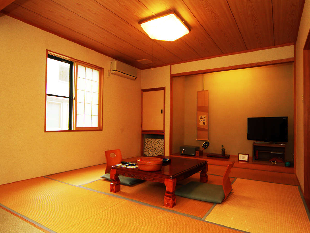 *客室一例*8畳タイプのお部屋。少人数の方向けです。