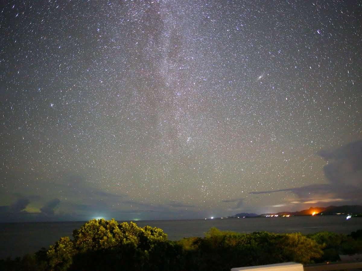ダークスカイ協会により日本初の星空保護区に認定された空を、ヴィラ屋上星空テラスよりご覧いただけます