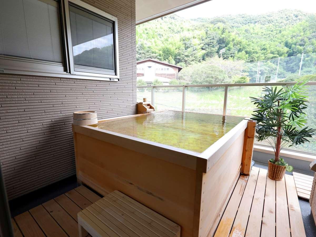 別邸:ヒノキ半露天風呂