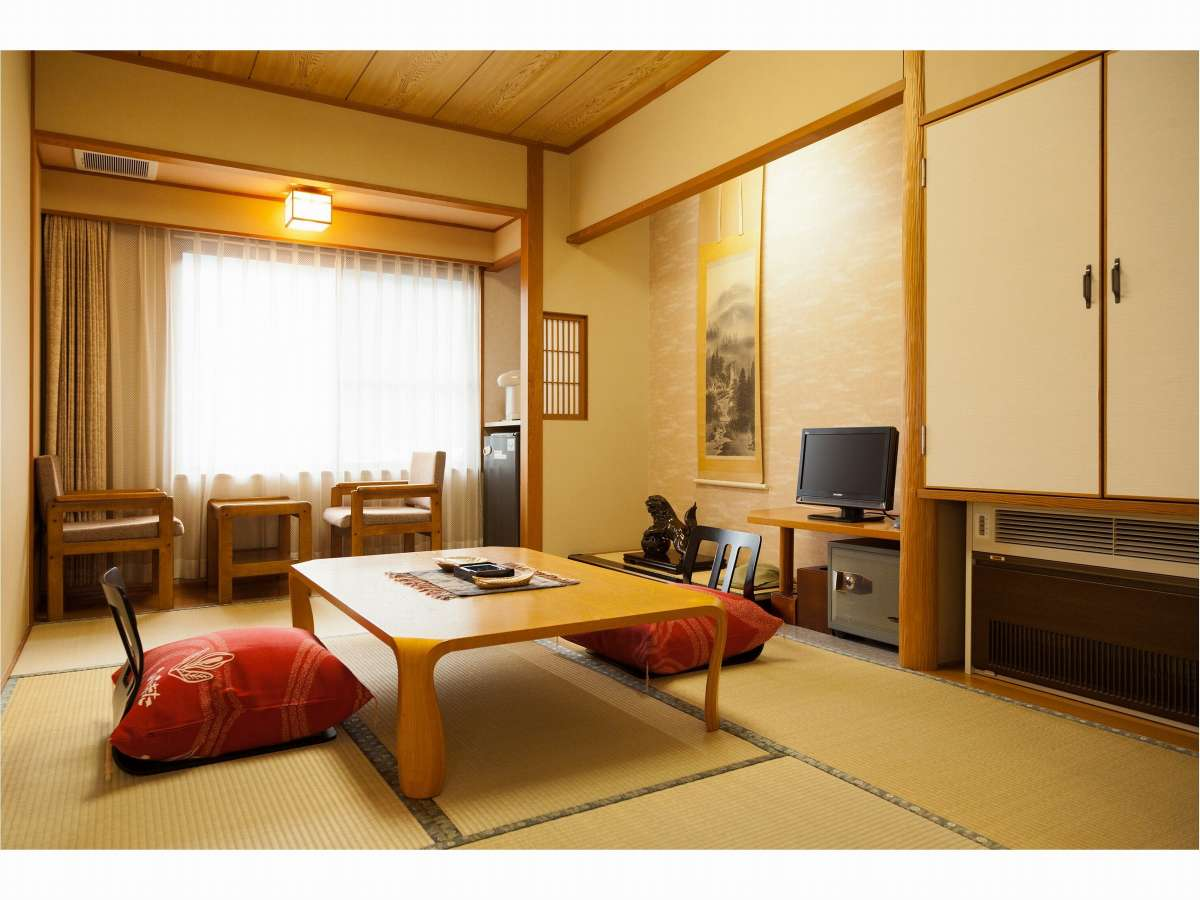 山々を望む客室一例