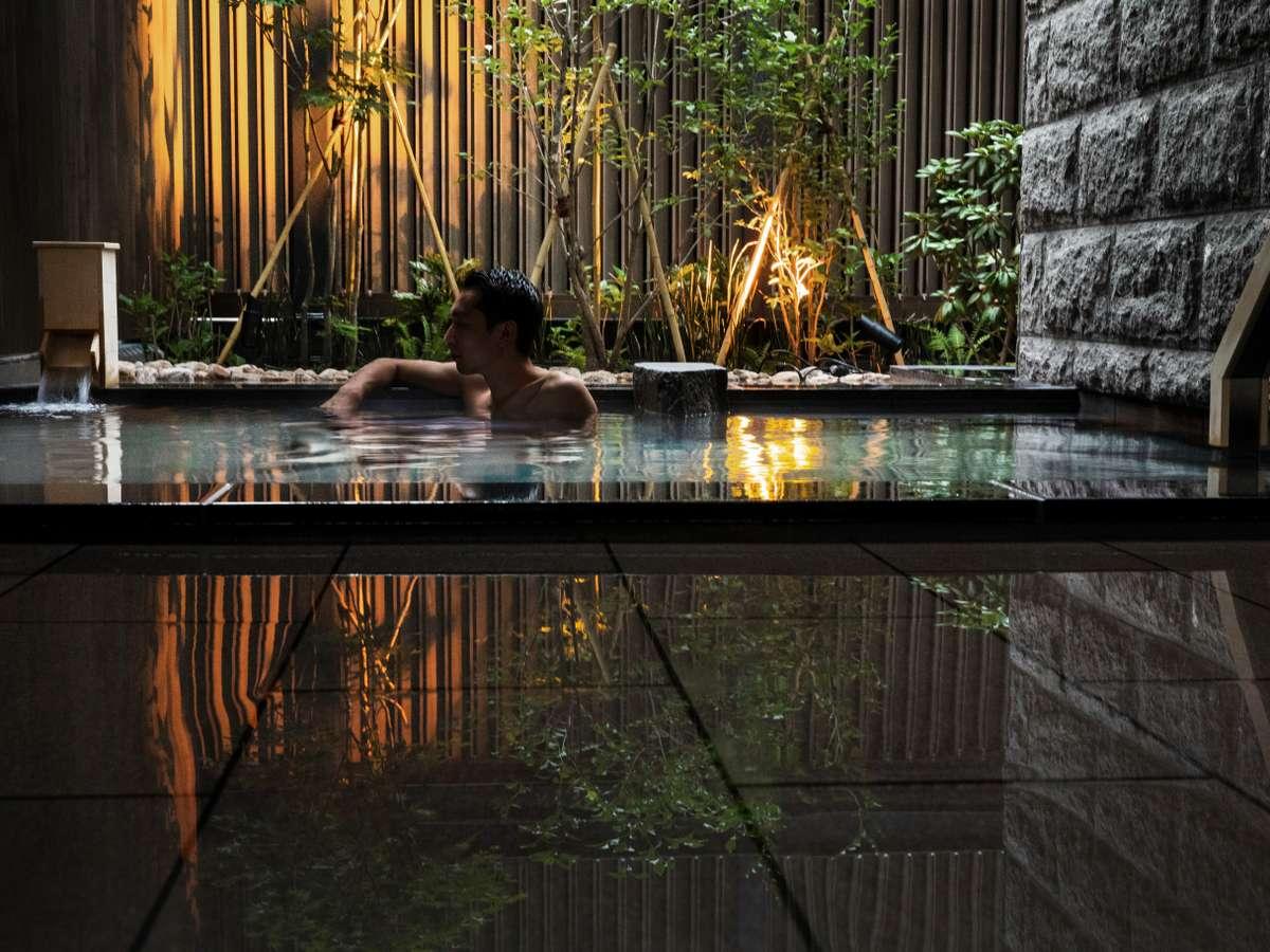 大浴場の露天風呂は、登別から運んできた「カルルス温泉」をお愉しみいただけます。