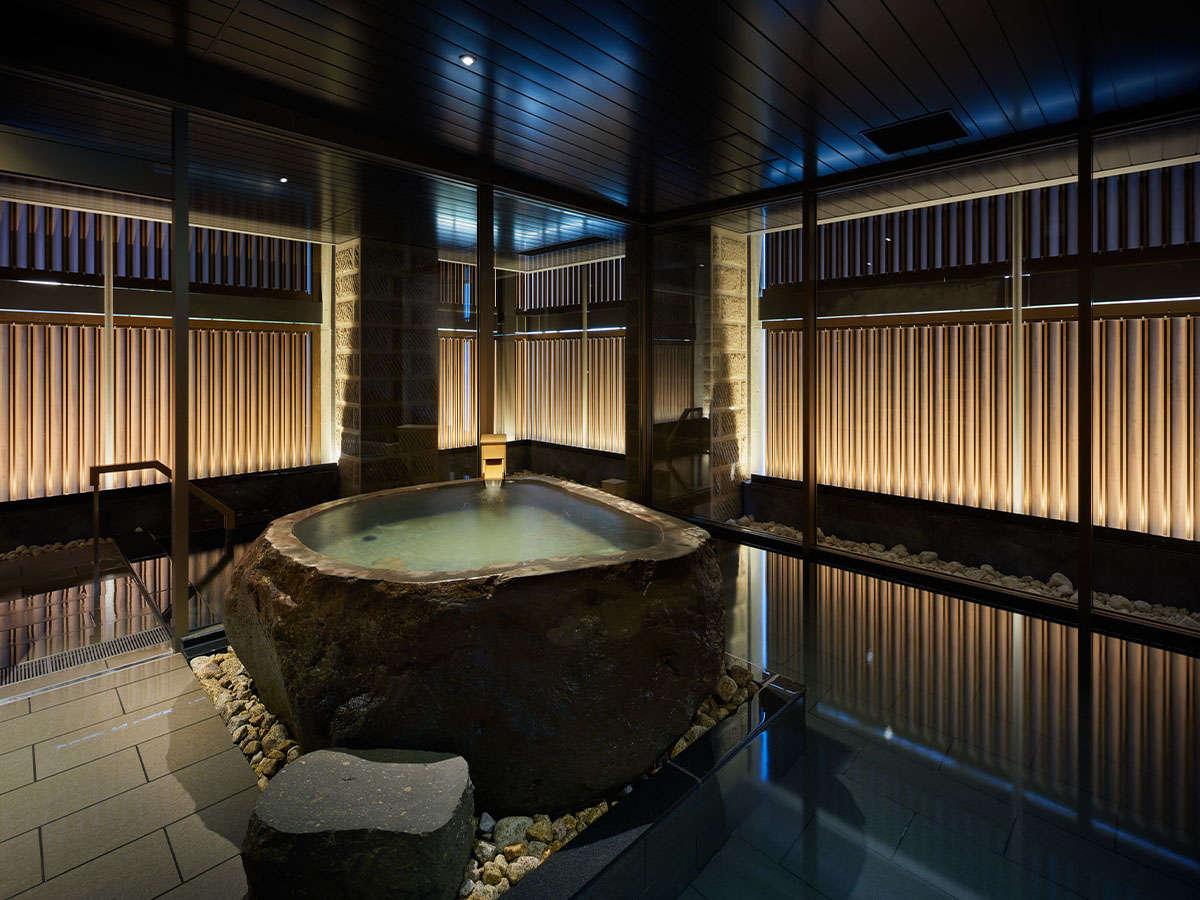 当館2階の温泉付き大浴場。[営業時間]15:00~翌1:00、翌朝6:00~10:00