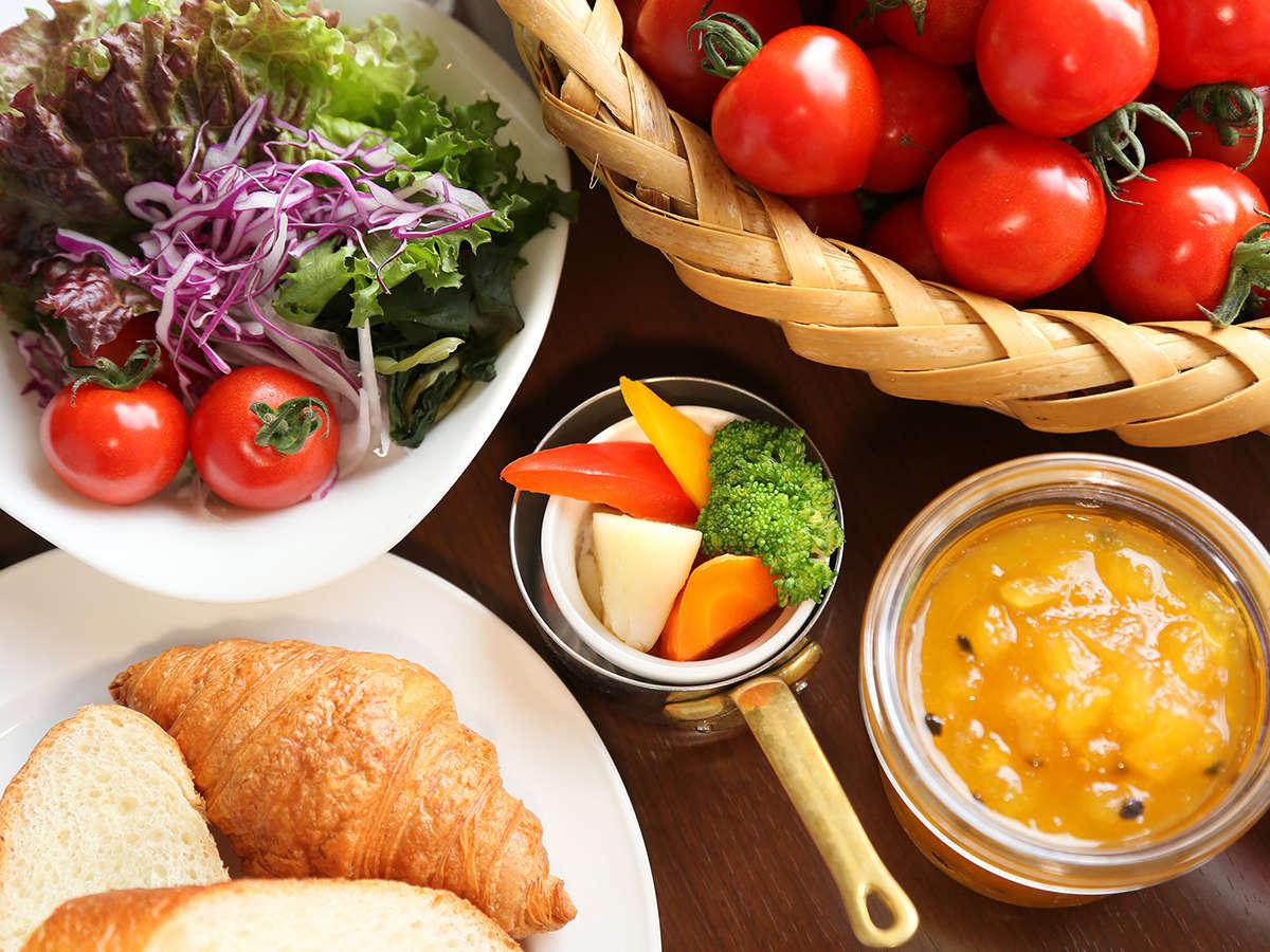 地元の食材をふんだんに使用した朝食ブッフェ♪ジャムから手作りです!