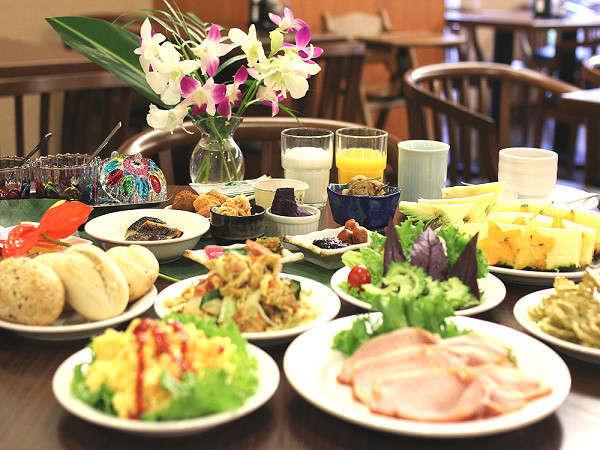 朝食は和洋琉さまざまなメニューを取り揃えております