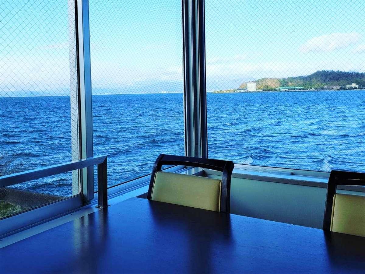 【当宿からの景観】当宿レストランから望む冬の琵琶湖
