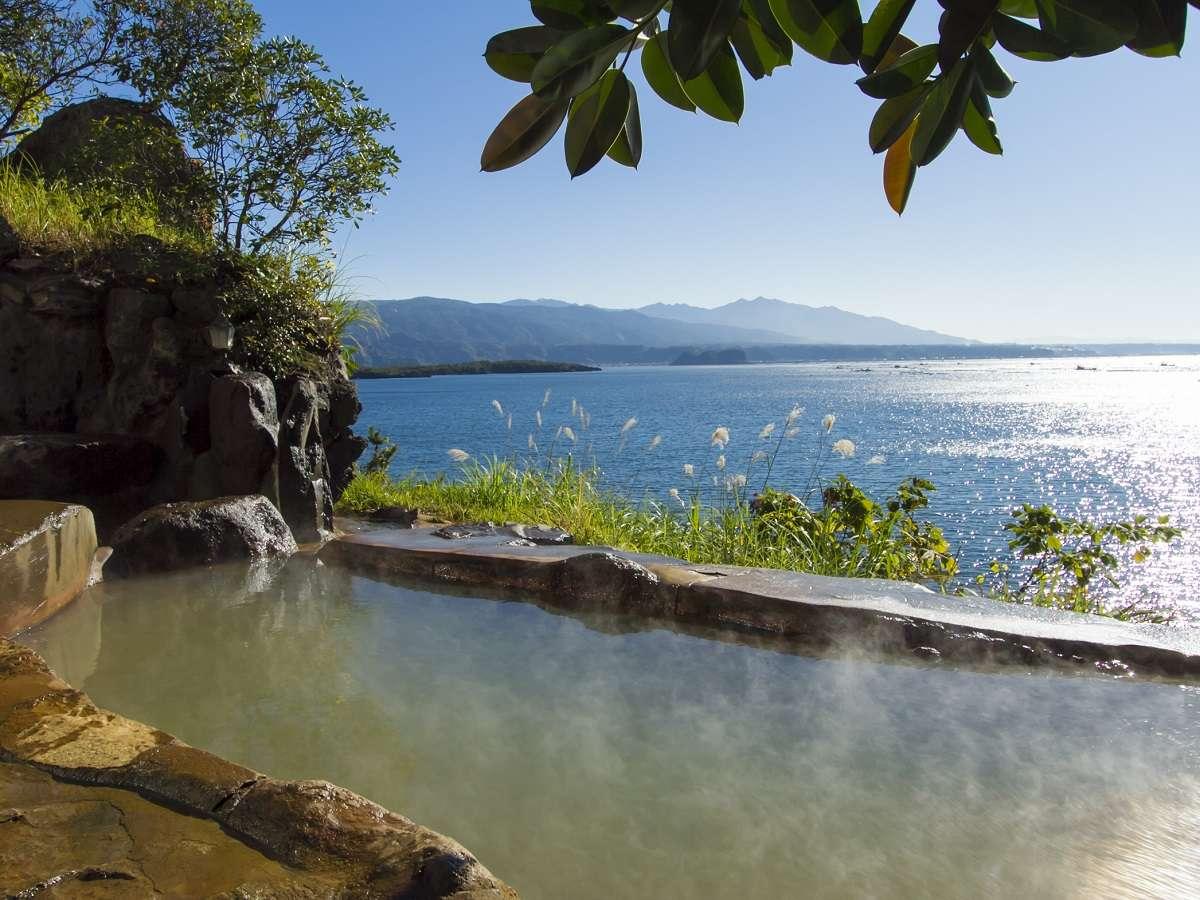 露天風呂(女湯)|キラキラ光る海を見ながら露天風呂に浸かり日常から解き放たれてください。