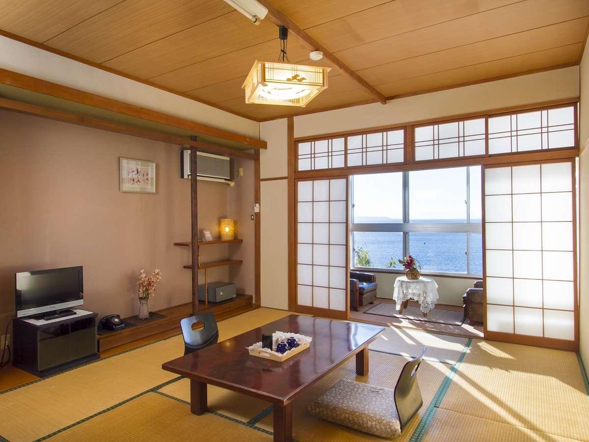客室|オーシャンビューの純和風(10畳)の客室でごゆっくりとお過ごしください。