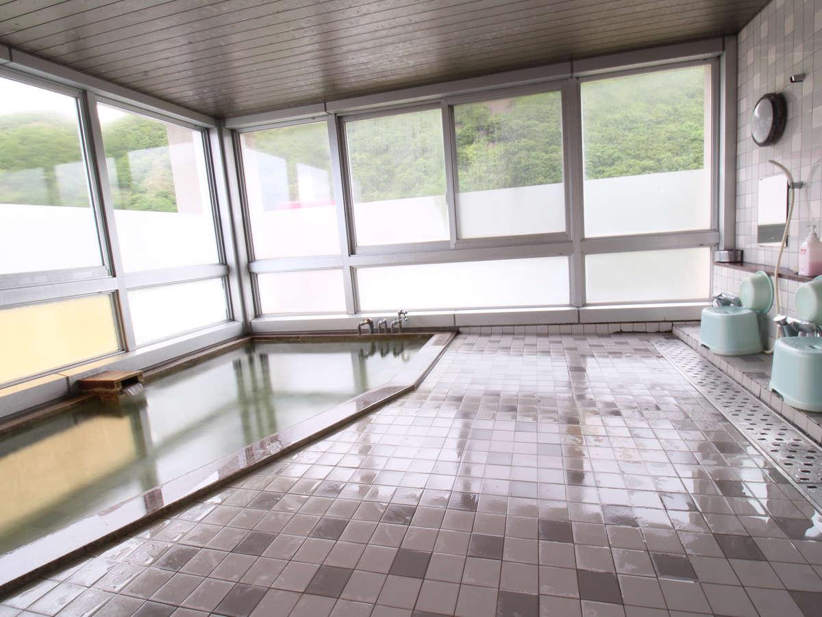 *【温泉/大浴場(男性用)】天候によっては利尻富士をご覧いただくこともできます。