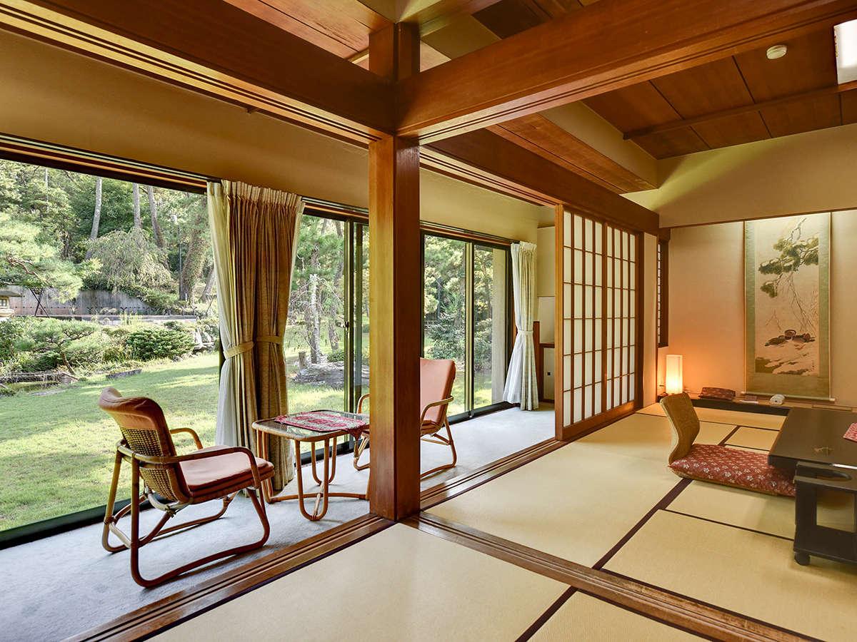 *【雅:1階】典雅な日本庭園が目の前に広がる、折々の旬の風情が漂う数奇屋風のお部屋です