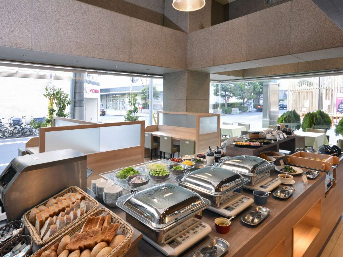 バリエーション豊富なブッフェスタイルの朝食。洋食、和食どちらもご用意しております。