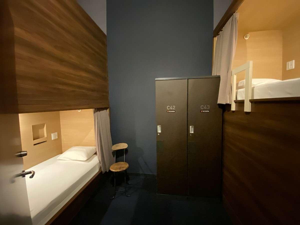 【1~2名様用】半個室、ゆったりサイズのツインルームです(天井開放)