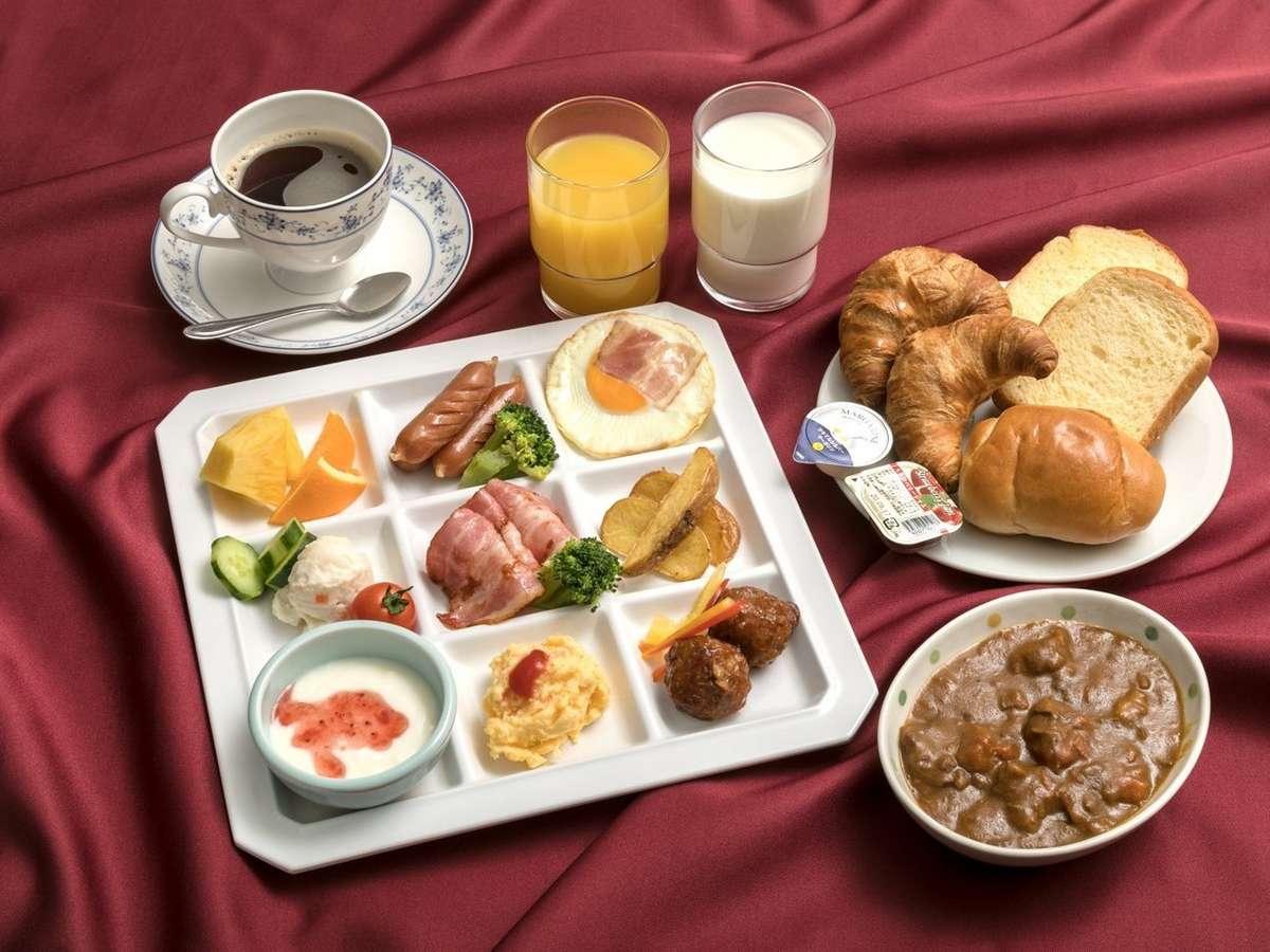 一日の活力は、朝食バイキングで。パン等の洋食メニューも充実。