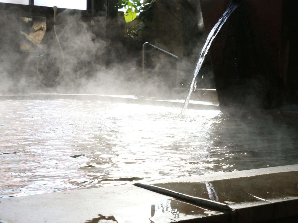 【浴場】お食事の後は温泉にゆっくりと。大浴場と家族湯をご用意しています。