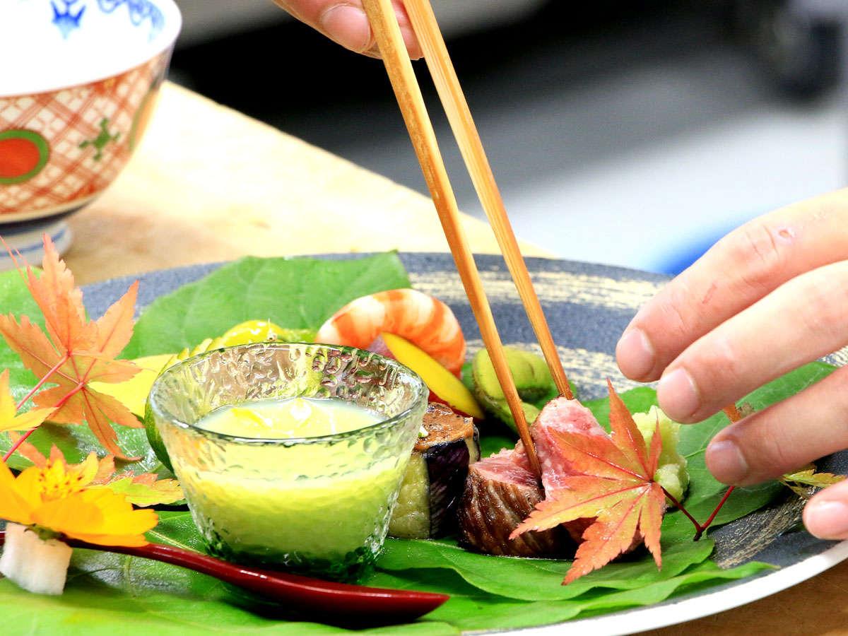 【夕食】季節に応じた食材で、季節感をしっかり感じることのできる料理を提供致します。