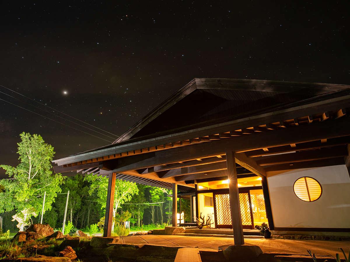 *【外観(夜)】天気の良い日には満点の星空が見れるかもしれません