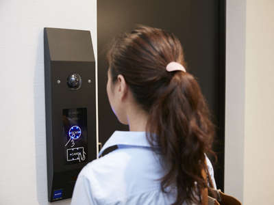 最新の顔認証システムを導入でキーレス滞在!