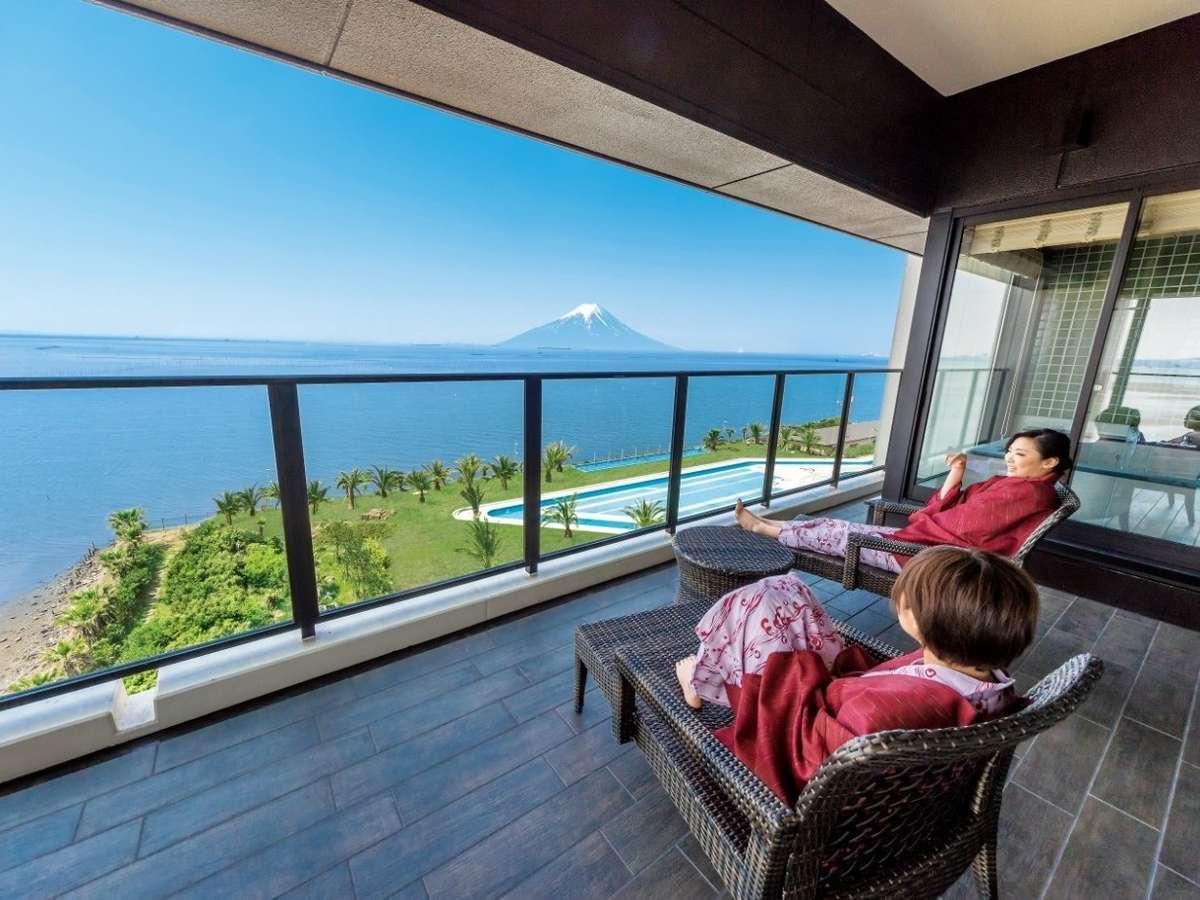 テラスからは富士山が見える全室オーシャンビュー