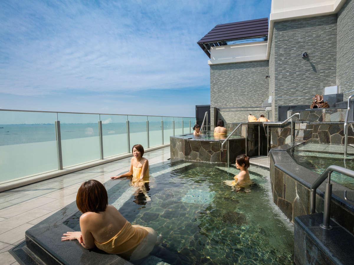 *【富士見亭 最上階 5種の段々露天風呂天の川(一例)】東京湾を眺めて「季節の湯」を満喫