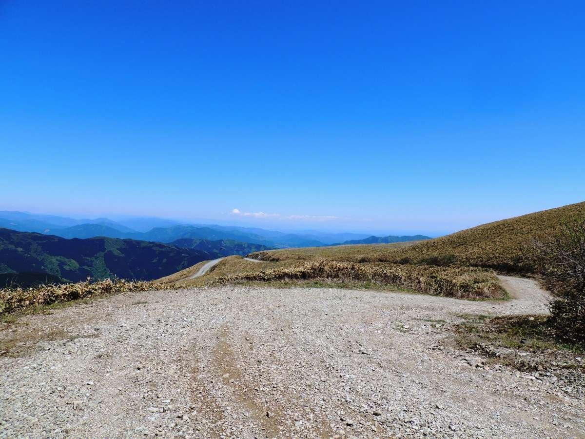 中津明神山 山頂の天空林道 ゆの森から40分