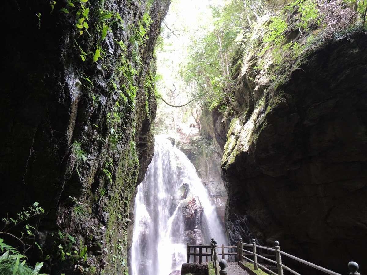 雨竜の滝(ゆの森から徒歩20分)