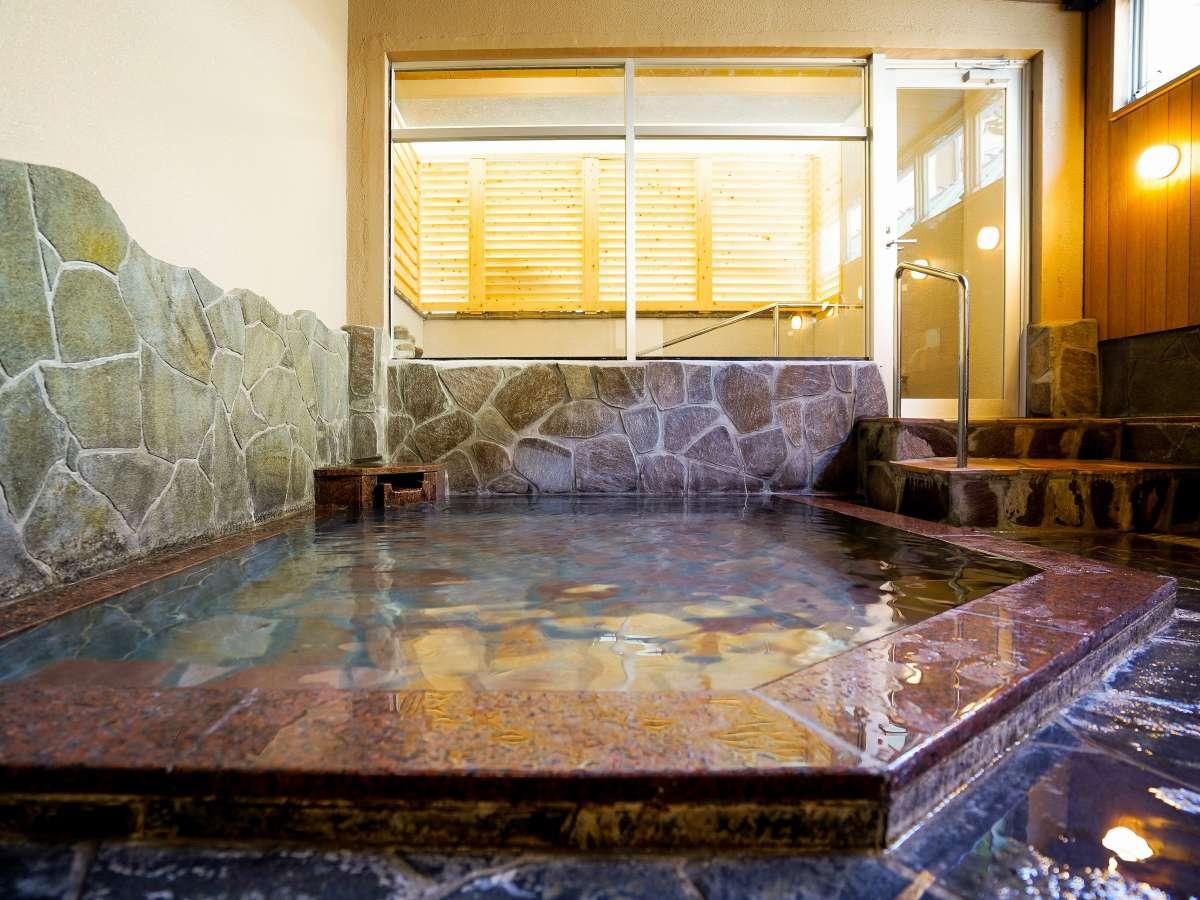 【温泉大浴場】ナトリウム塩化物泉(pH8.9)は、肌がすべすべになる【美人の湯】なのです!
